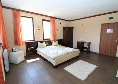 Room 2 (14)