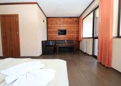 Room 2 (16)