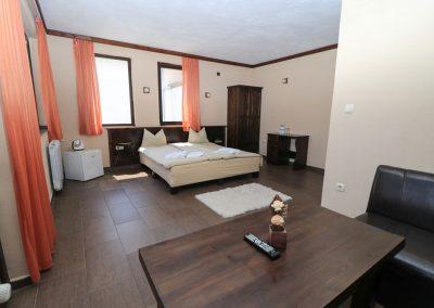 Room 2 (8)